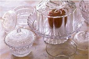 Carafes et verre blanc