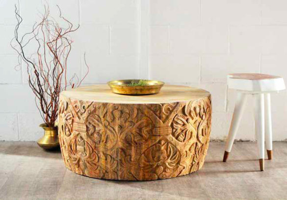 Table basse en bois sculpté