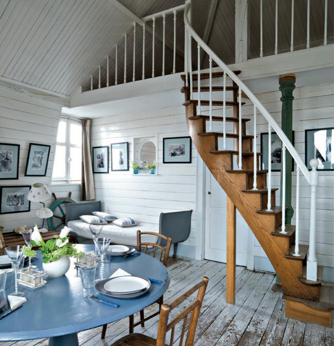 Une pièce à vivre avec un air de vacances