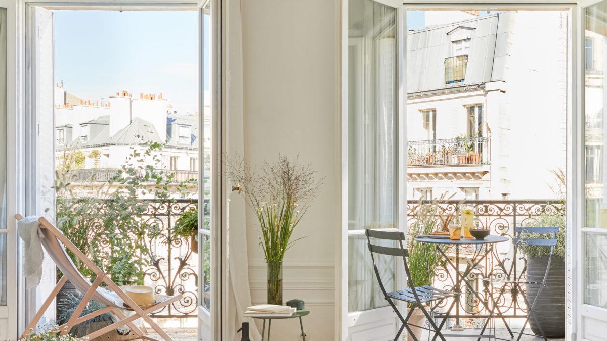 En ville, le balcon nature se prolonge au salon