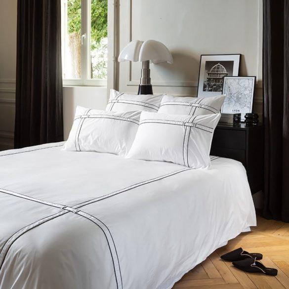 Housse de couette satin de coton unie à bandes noires Couture urbain - 126 € - Carré Blanc -
