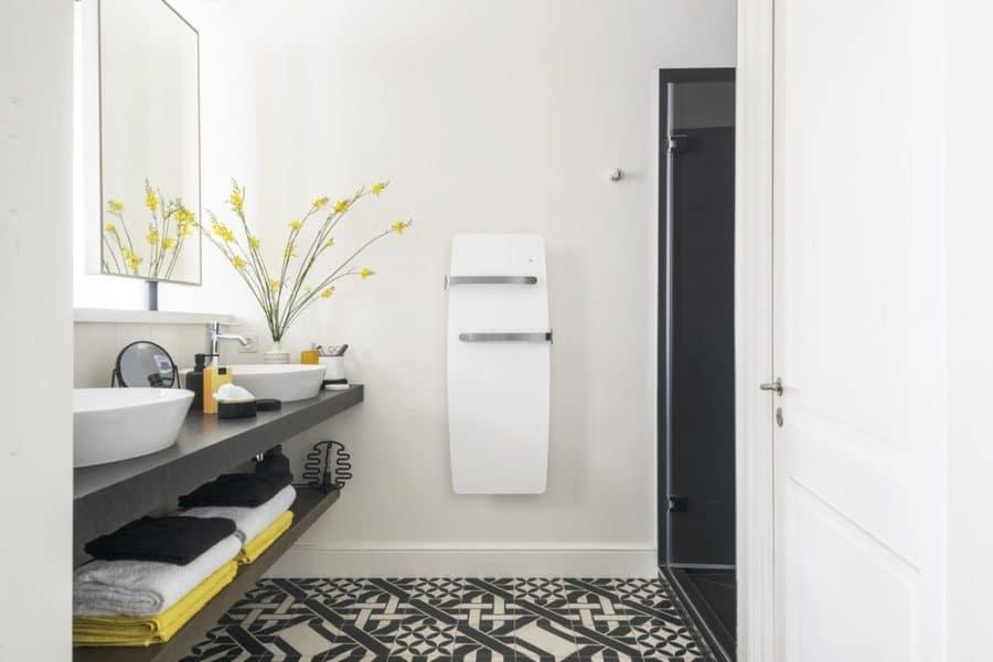 Un radiateur connecté dans la salle de bain