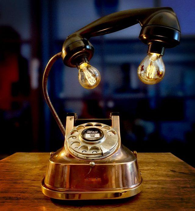 téléphone ancien lampe upcycling