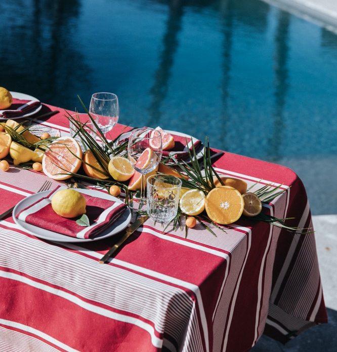 Nappe Yvonne rouge, métis coton et lin.160x250cm - 141€ - Dispo en 3 tailles, pliant Yvonne jaune.