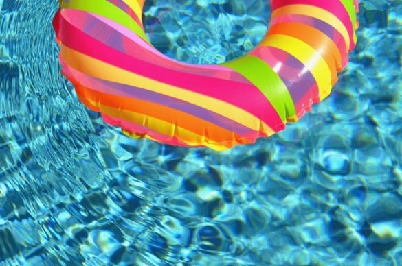 Sortie de l'hivernage de la piscine en mars bouée