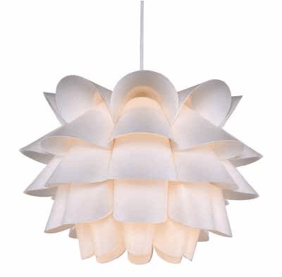 Carmina est une suspension tout en légèreté, dessinée par William Ravn pour Umage (Vita Copenhagen), pour une douce lumière zénitale. Dim. : Ø 32 cm, câble blanc 2,1 m, H. 22 cm. 71,95 €. Light on Line