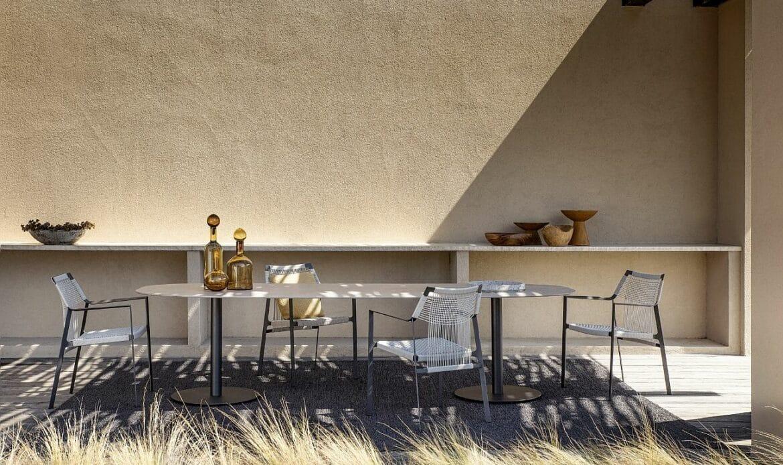 table et salon de jardin