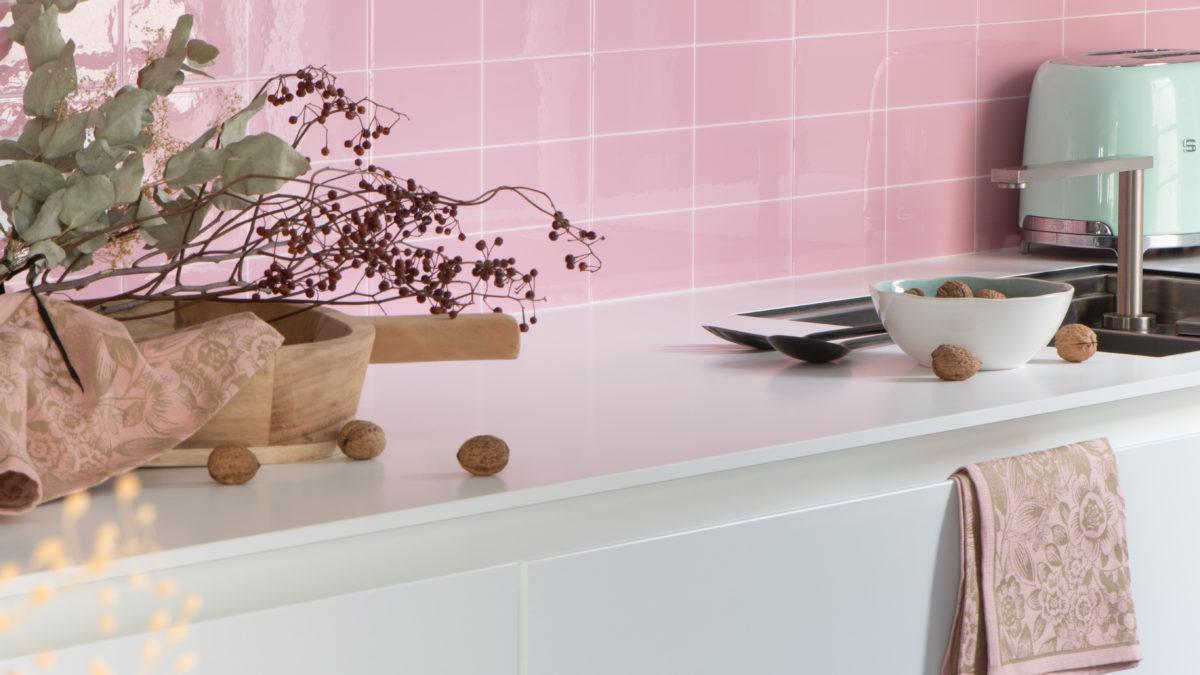 Changez vos murs en mode DIY avec le carrelage adhésif 3D